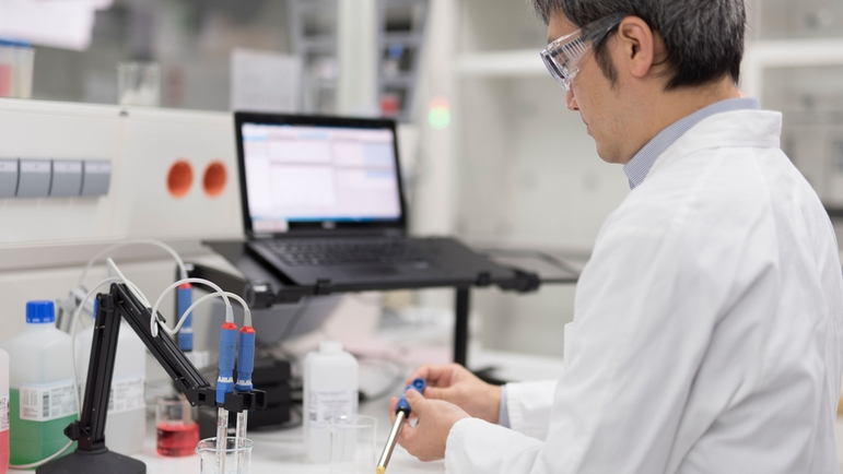 Memosens sensors by Endress+Hauser can be calibrated and regenerated in the laboratory.