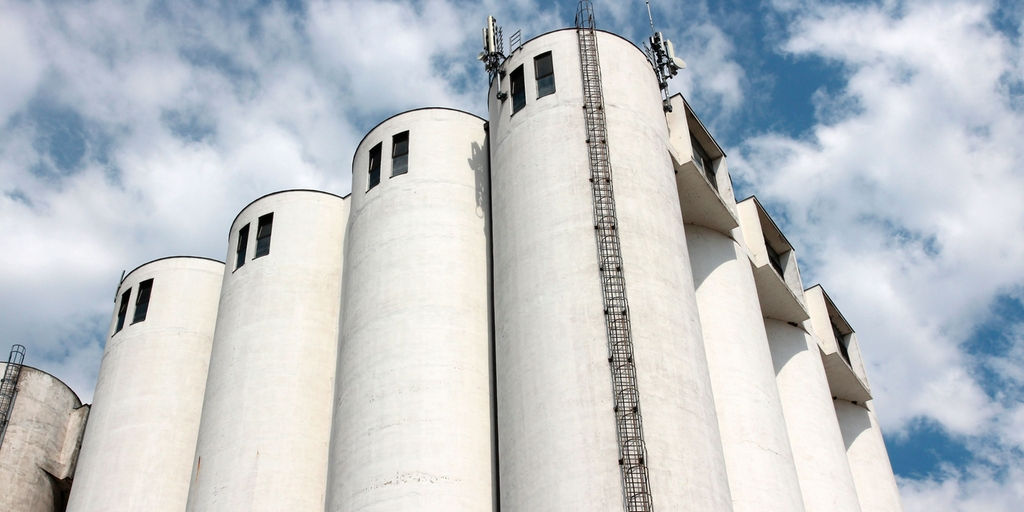 Silos for storage of bulk solids
