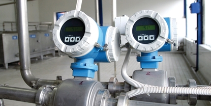 A Promag H Electromagnetic Flowmeter installed inside a food plant